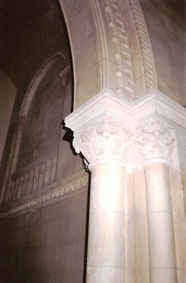 Colonne et chapiteau en stuc pierre